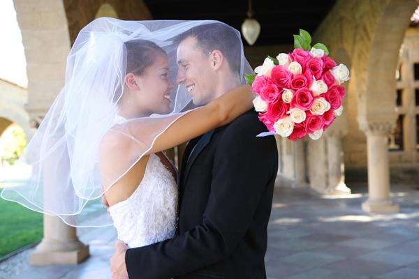 Кто должен одеть платье невесте